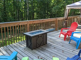 NEW! 'The Lake Place' Cabin w/ Golf Cart & Kayaks!
