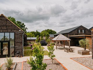 Creeksea Place Barns with Gym & Spa