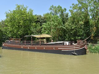 Charming Boat in Villedubert with Terrace