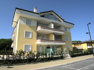 Spacious Apartment in Rosolina Mare near Beach