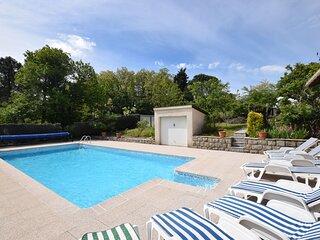Detached villa in a small villa estate with private swimming pool