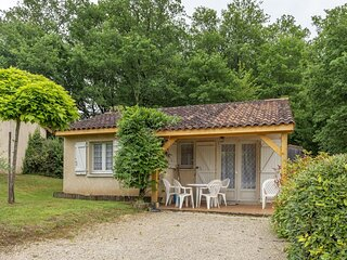 Lovely Holiday Home in Thonac with Swimming Pool