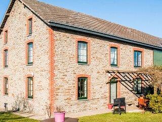 Pretty Farmhouse in Houffalize with Courtyard