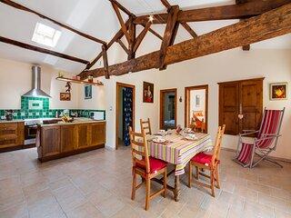 Tranquil Home in Saint-Martin-de-Gurson, 15min from Saint Emilion's vineyard