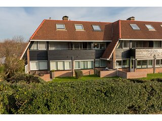 Attractive apartment close to the center and at the bottom of the dunes.