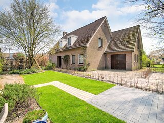 Spacious Holiday Home close to the Efteling in Nieuwkuijk with Terrace