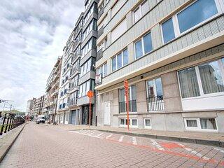 Snug Apartment in Wenduine close to Sea