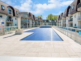 Homey Apartment in Bredene with Fenced Garden