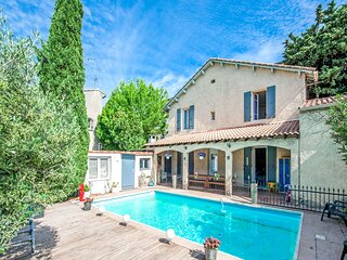 Appealing Holiday Home in Orange with Private Pool