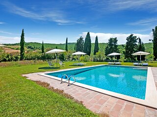 Sprawling Holiday Home in Sarteano with Swimming Pool