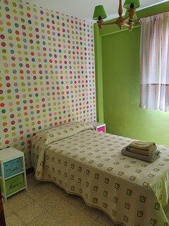 Otra vista habitación 3 con cama individual de 1,05 cm totalmente equipada con ropa cama.