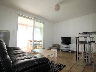 Agreable appartement T2 a deux pas du Port, loggia et parking