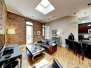 Updated Downtown Apartment w/ Big Private Balcony -- 2 Blocks to Pack Square