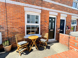 OLD BREWERS COTTAGE, Sleeps 3, , close to harbour, Dog Friendly, Weymouth