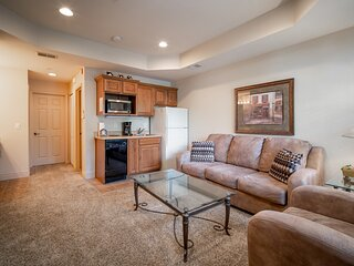 Walk-In King Suite Golf Condo with Kitchenette & Whirlpool Tub