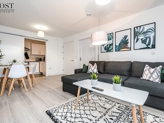 Modern & Central 2 Bed Apt with Free Parking near Duke Street