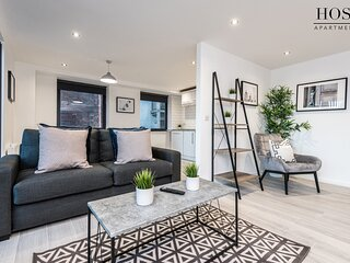 Contemporary 2 Bed Apt  in Central Liverpool