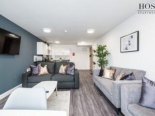 Spacious 3 Bed Apartment - 3 Ensuites - Netflix - Central
