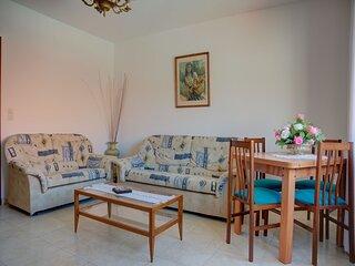 Snug Holiday Home in Combarro near Praia da Pinela Seabeach