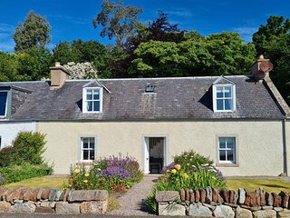 Shore front traditional cottage in Fortrose