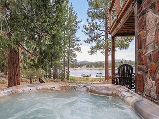 LAKEFRONT with Private HOT TUB, close to Slopes, BEST LAKE LOCATION