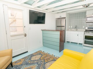 Adorable 1br bungalow, 2 blocks to the Beach!
