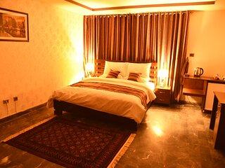 Tashreefaat Guest House - Beautiful Room in Center Islamabad