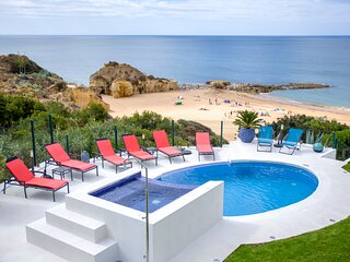 THE MOST FANTASTIC FAMILY VILLA  IN THE HEART OF ALBUFEIRA CITY FRONT OF THE SEA