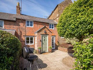 Orchard Cottage is a beautifully styled property located in Hook Norton