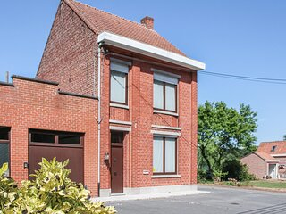 Nice home in Zonnebeke with WiFi and 5 Bedrooms (BVA158)
