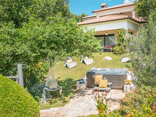 Amazing home in Medulin with Jacuzzi and 2 Bedrooms (CIM507)