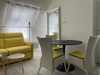 Au Val-André, un charmant appartement rénové et décoré avec goût.