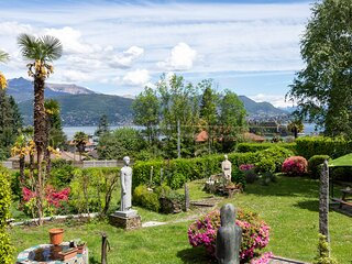 Apartment in chalet overlooking Isola bella