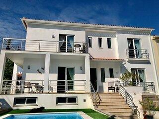 Private sunny garden & pool, lagoon view, beach & village centre, fast wifi