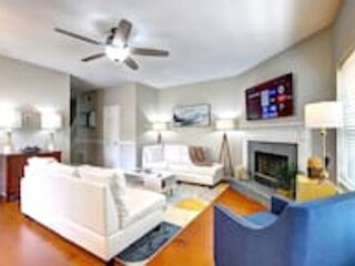 Good Karma Rentals- Beautiful 2 BDR Kennesaw house, new in the market!, holiday rental in Woodstock