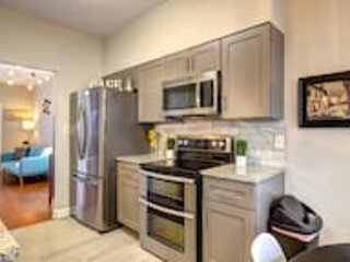 Good Karma Rentals- Beautiful 2 BDR Kennesaw house, new in the market!, vacation rental in Acworth