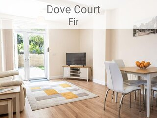 Fir Apartment, 1 bed ground floor apt near seafront, with parking and patio