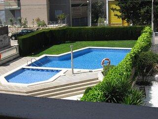 Casa+piscina privada TORREDEMBARRA. 5 pers.