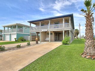 The Salty Hippo, 3 bedroom home with great outdoor space! Pet Friendly!