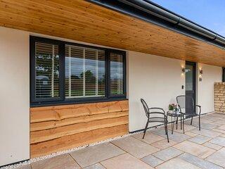 Daffodil Barn, Gretton Fields - sleeps 2 guests  in 1 bedroom