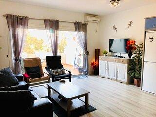 Large 2 bed Apartment, with ROOF-TOP POOL in Puerto de Mogan. Full UK TV & WiFi