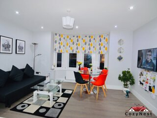 Executive Central Self Contained Flat by CozyNest