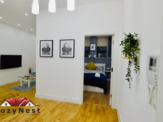Cosy Central Self Contained Flat by CozyNest