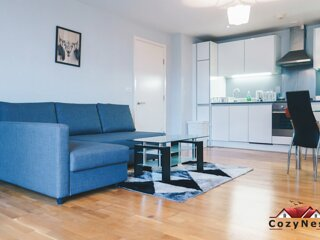 Deluxe Central Self Contained Flat by CozyNest