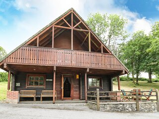CLWYD 3, detached holiday lodge on park, onsite facilities, balcony, parking