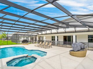 Family Resort - 15BR Mansion - Private Pool, Hot Tub and BBQ!