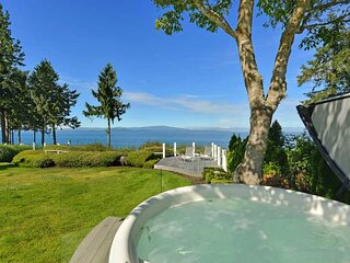 Parksville 3 Bedroom Oceanfront Estate With Hot Tub
