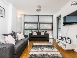 Modern Apartment with Free Parking
