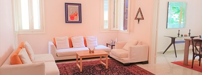 Flamingo - 2bdr. Apartment in Hamra - By Cheez Hospitality, holiday rental in Khalde