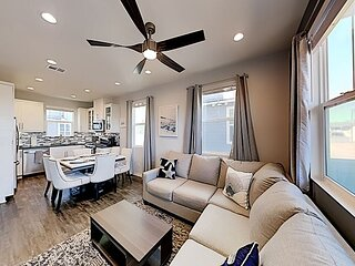 Bayside Landing | Luxe End Townhome | 2-Car Garage & Central AC